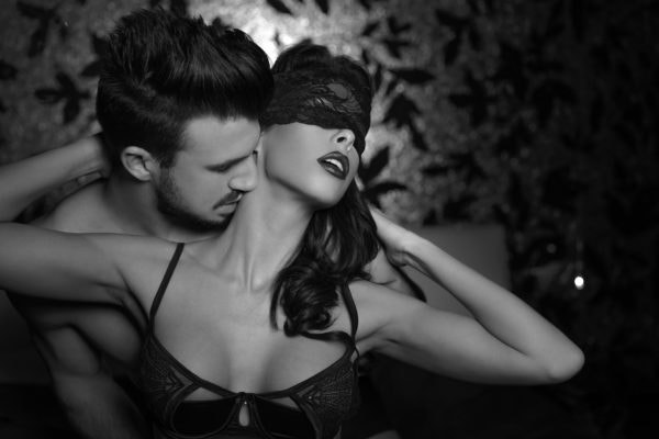 foreplay-black-and-white-couple